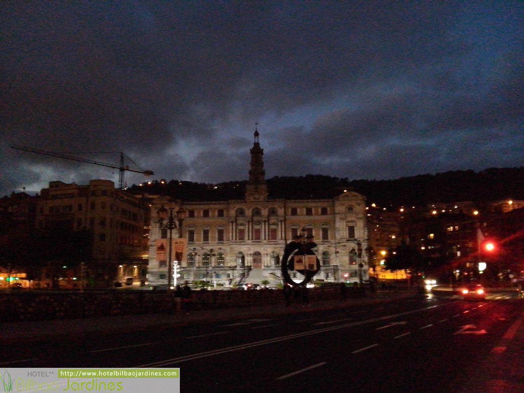 Adelanto Hotel Bilbao Jardines De Noche Blanca 2015